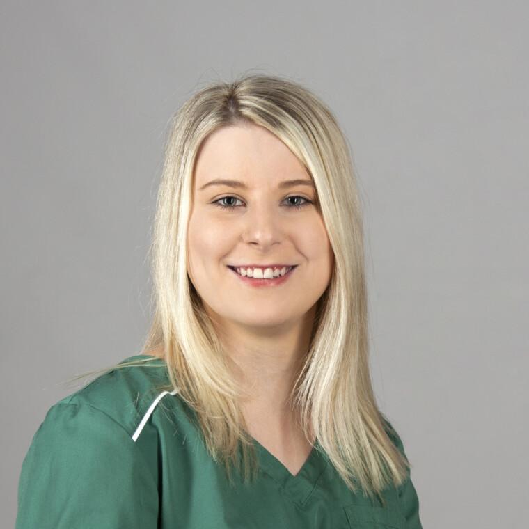 Eva Steinbeißer beim Zahnarzt in Bogen